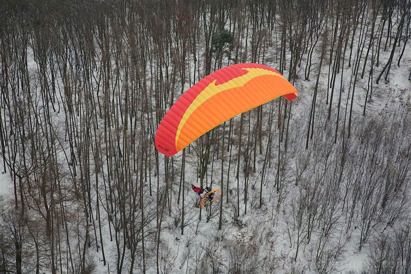 Thrust HP Paramotoring over the Czech Republic at -7[C] <br> Photo by:Walkerjet